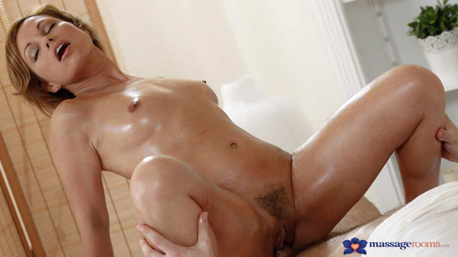 Massage rooms milf legend silvia shows masseur how to ride 8