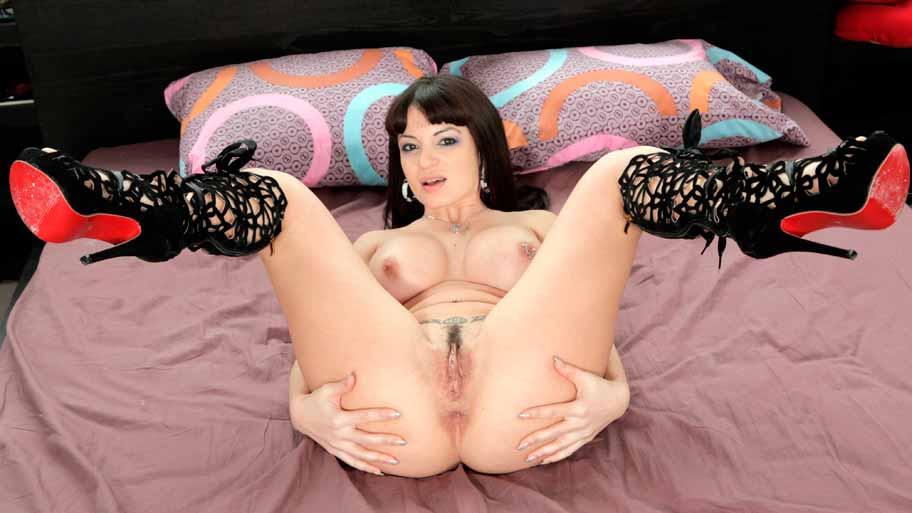 Amanda X needs a big cock in her ass