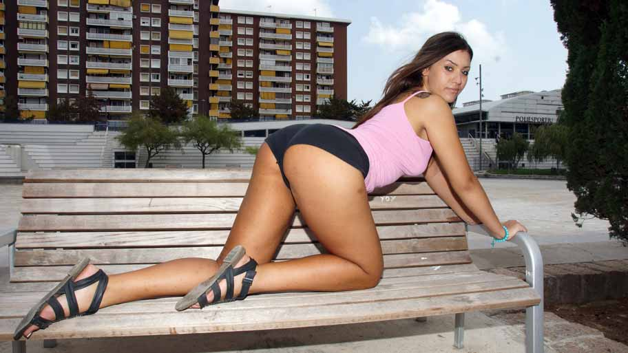 Klara Gold's splendid Ass